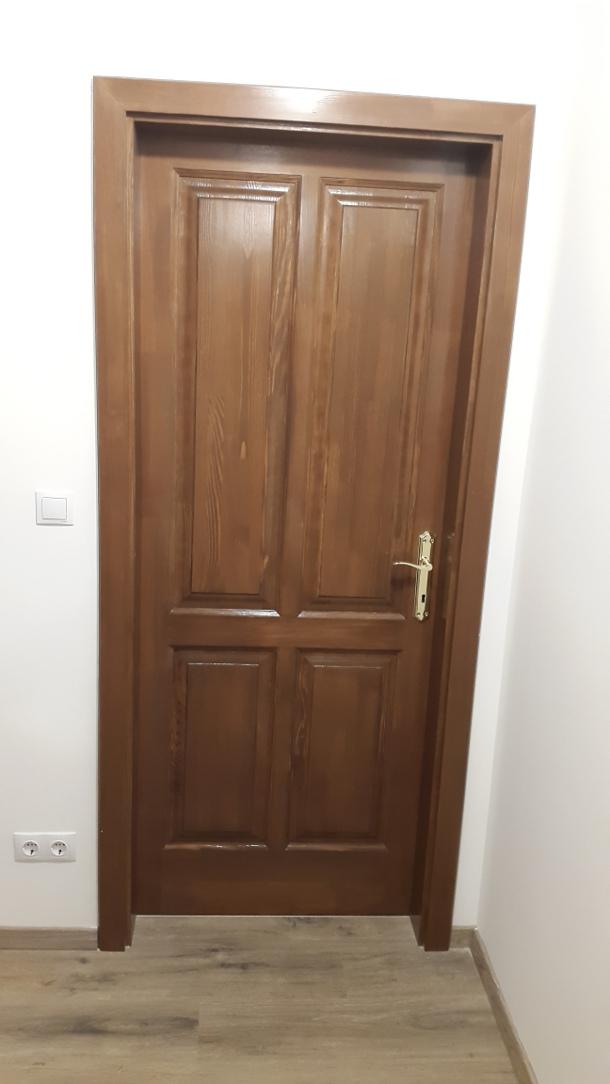 Épületasztalos - Beltéri ajtó barna beépítve