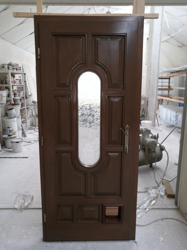 Épületasztalos - Bejárati ajtó macskaajtóval