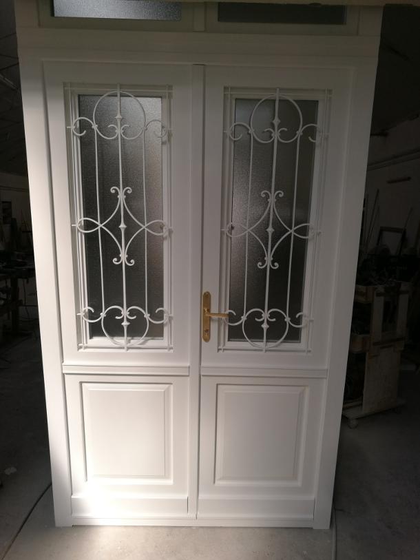 Épületasztalos - Bejárati ajtó