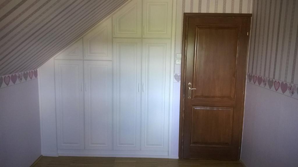 Bútorasztalos - Beépített szekrény, fa beltéri ajtó