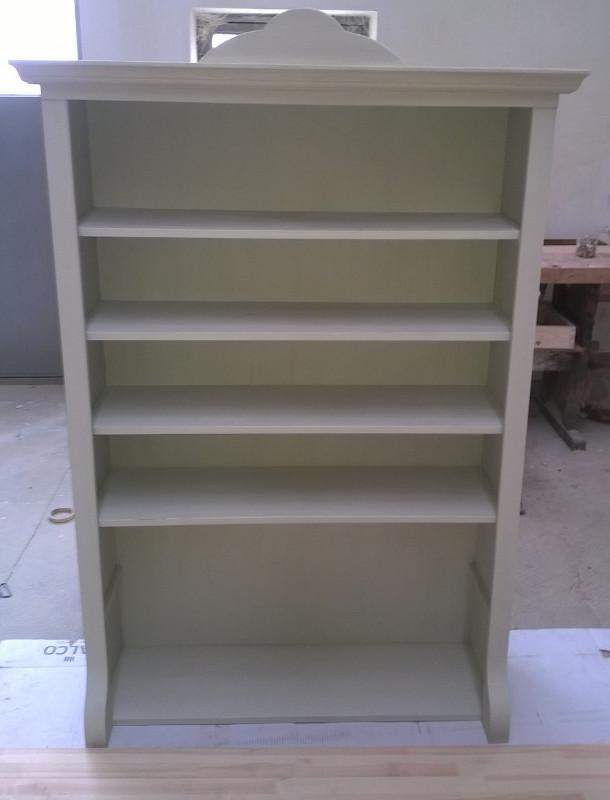Bútorasztalos - Felújított antikolt polcos szekrény