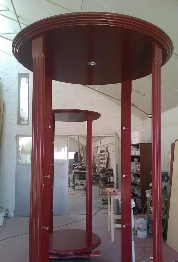 Bútorasztalos - Vitrin hajlított üveggel