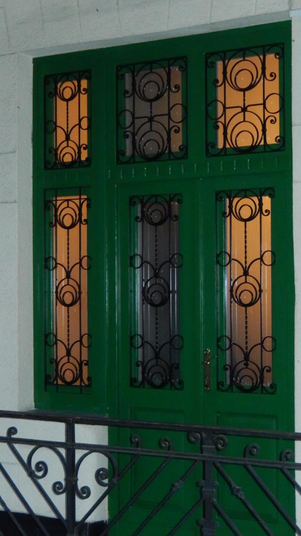 Épületasztalos - Bejárati ajtó zöld beépítve
