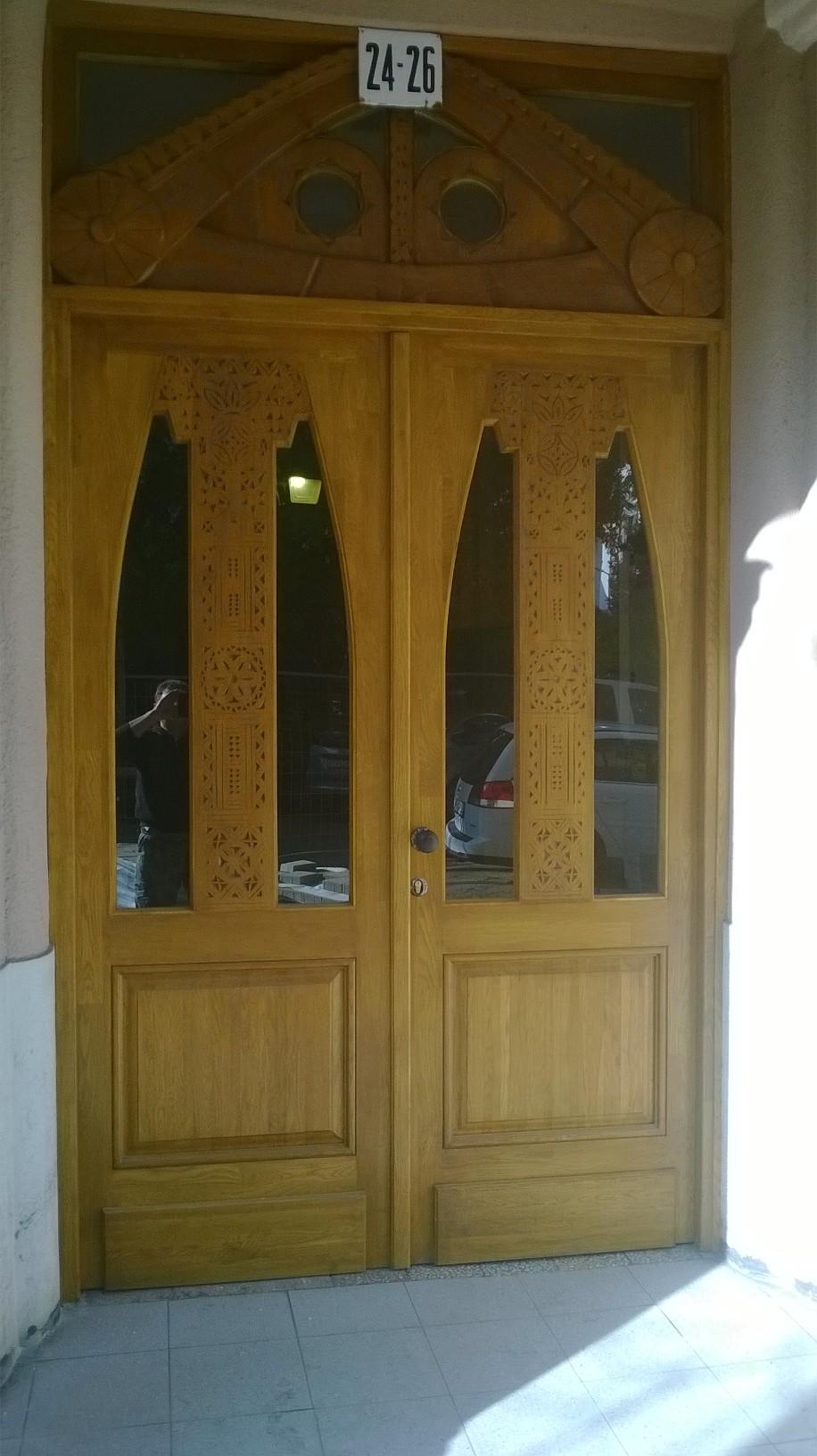 Épületasztalos - Fa bejárati kapu